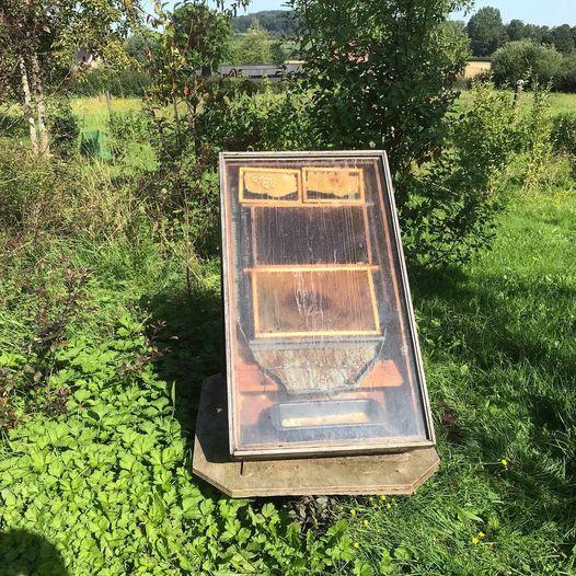 Versleten honingraten uitsmelten met de zon